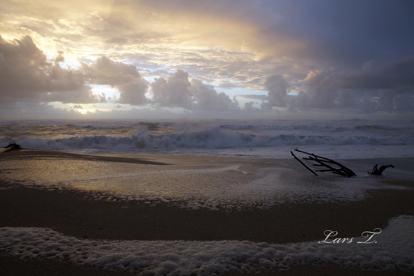 Tasman Sea - Waves in the Evening