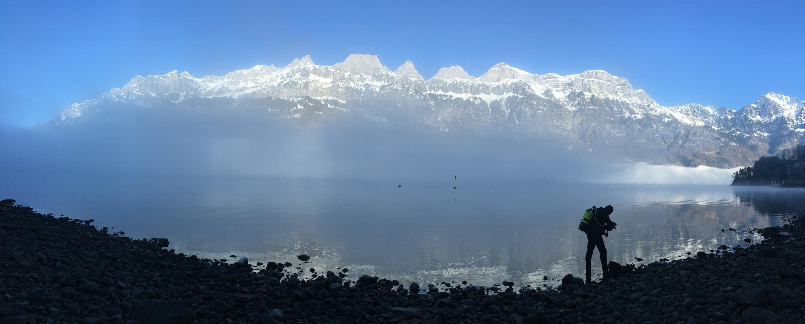 Tauchen im Walensee mit Churfirsten im Hintergrund (Mols bei Walenstadt /  Schweiz)