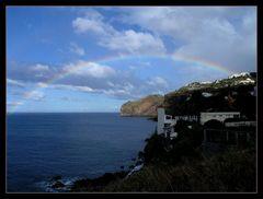 Tauchen unter dem Regenbogen