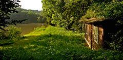Teich mit alter Fischerhütte