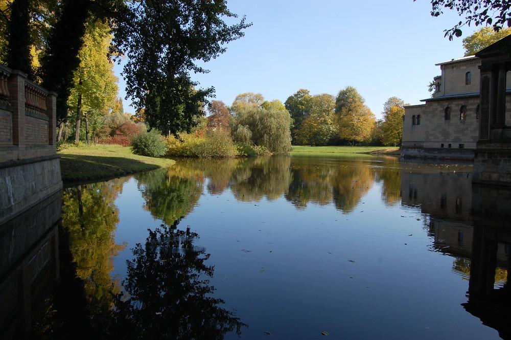 Teich vor der Friedenskirche im Schlosspark Sanssouci