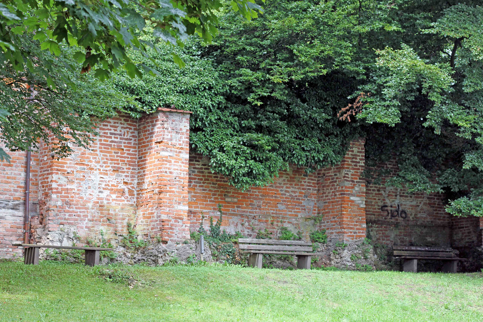 Teil der Stadtmauer in Memmingen von der Innenansicht