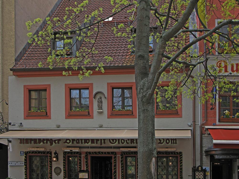 Teil-Fassade des Bratwurst-Glöckls