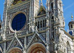 Teil - Fassade des Dom von Siena