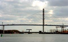 Teilansicht neuer Rügendamm - aufgenommen vom Hafen Stralsund