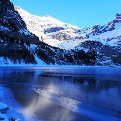 Teilweise vereister Bergsee: Ein Naturwunder!