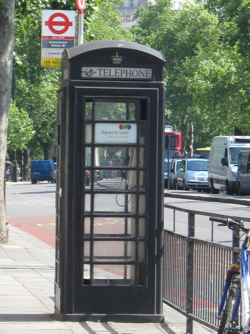 telefonbox aus london in schwarz