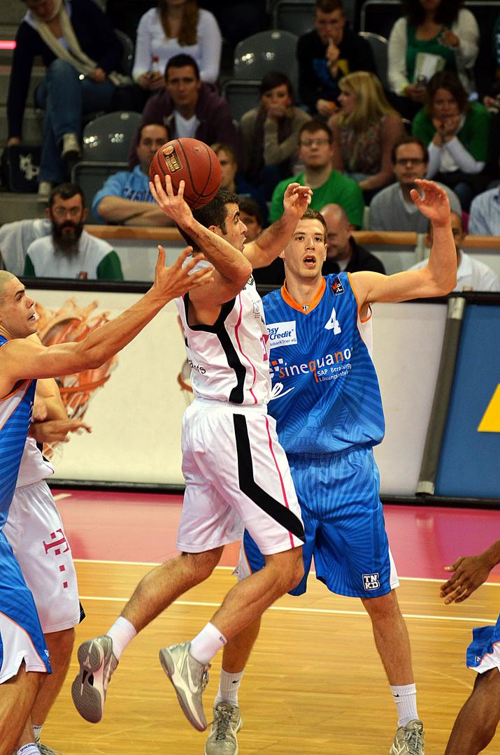 Telekom Baskets Bonn vs TBB Trier