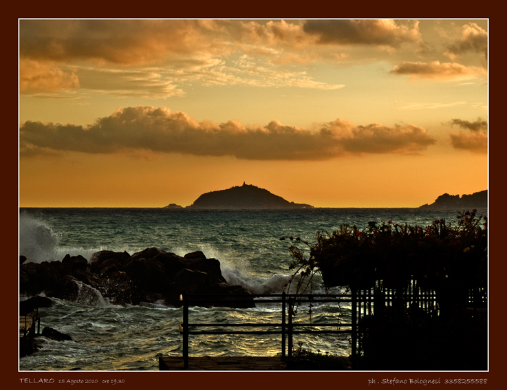 TELLARO tramonto verso il Tino