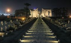 Tempel bei Nacht Luxor