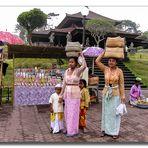 Tempel-Besucherinnen - Bali