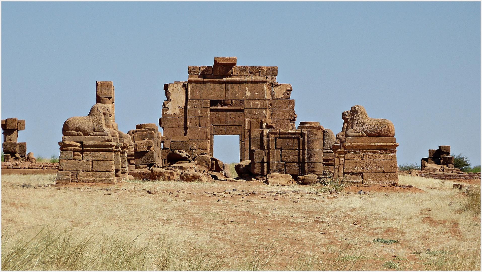 Tempel in der nubischen Wüste..............................