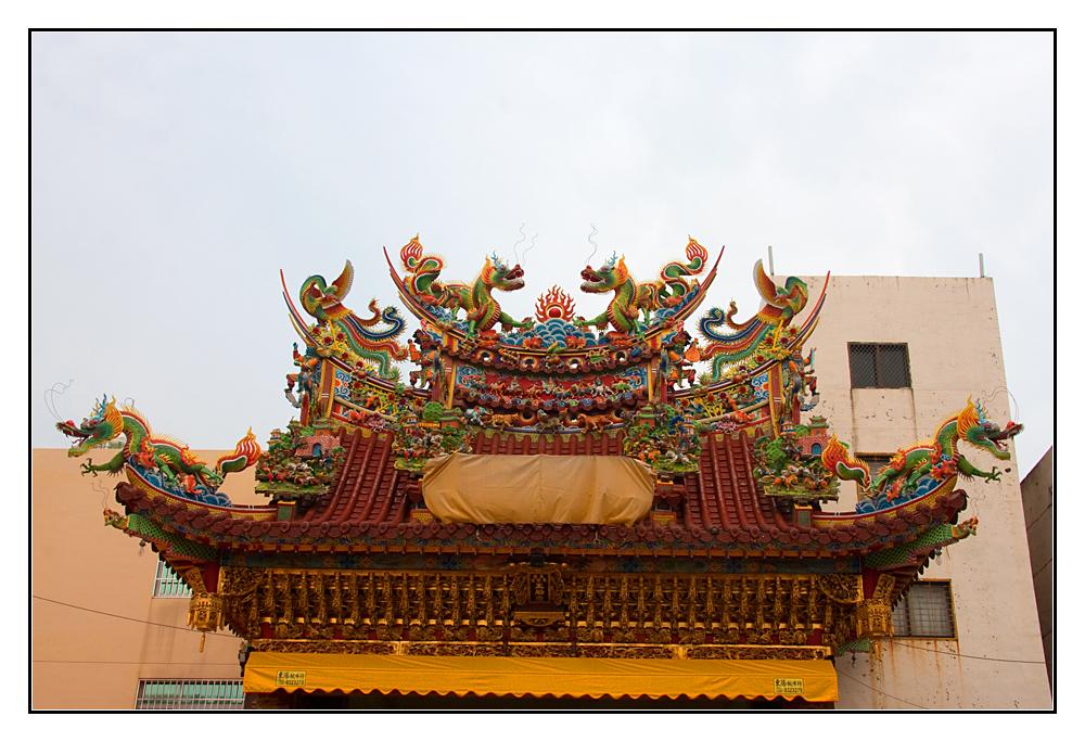 Tempeldach-Kunst mit Umfeld