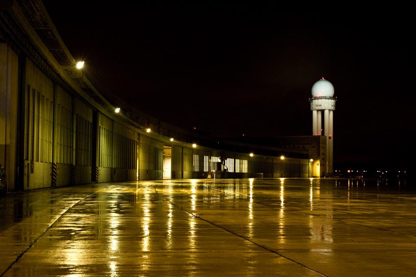Tempelhof bei Nacht 1