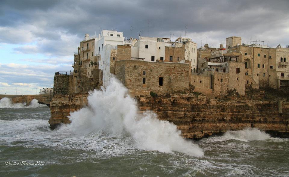 Tempesta a polignano a mare ba foto immagini paesaggi for Immagini desktop mare