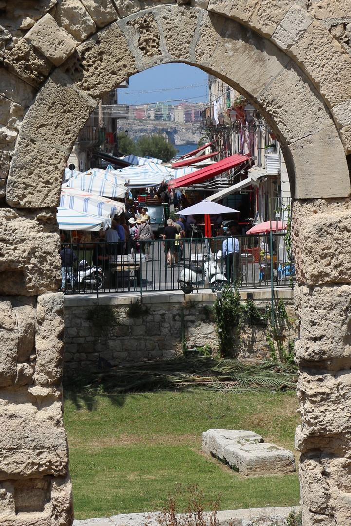 TEMPIO DI APOLLO, in prossimità dello storico Mercato di Ortigia