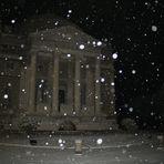 Tempio Voltiano sotto la neve di notte