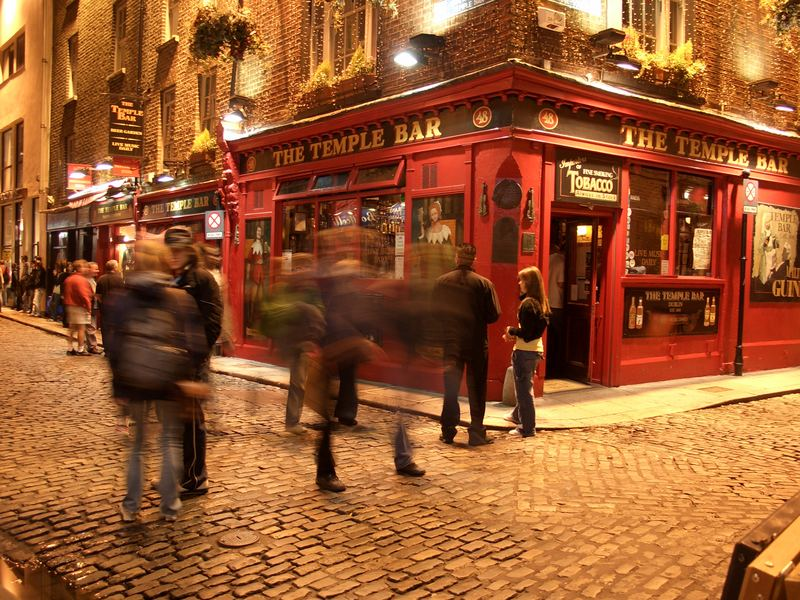 Temple Bar by night