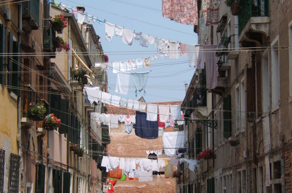 Tenditoi nella calle a Venezia