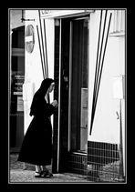 Tentation divine devant une vitrine de ... !