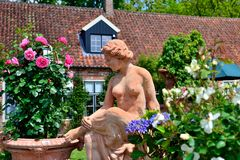 Terakotta im Garten