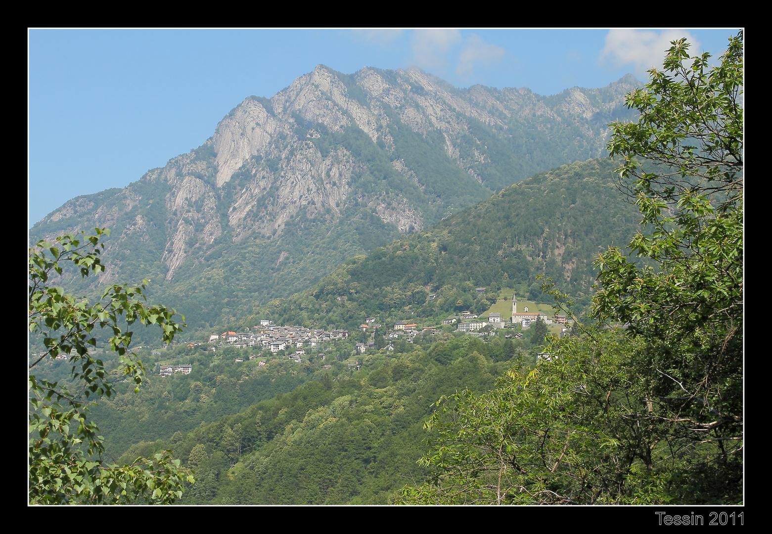 Tessin 2011 Valle Onsernone Dorf als Schwalbennest