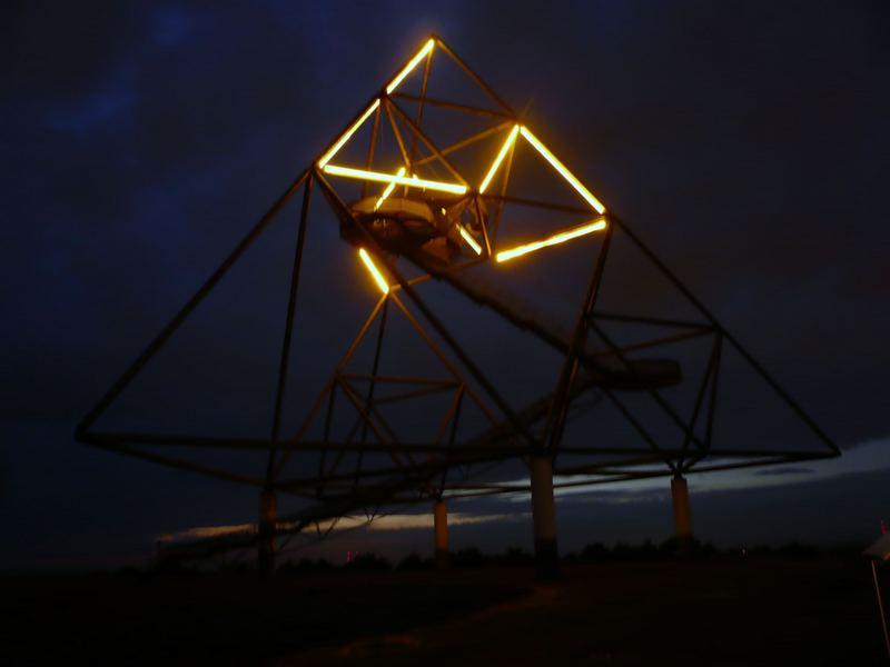 Tetraeder bei Nacht