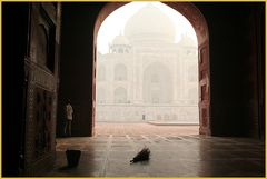 TEXT Taj Mahal + Mann mit Kehrbesen +TEXT Reisefotografie