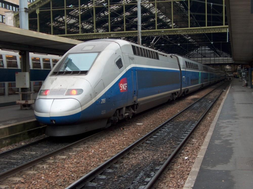 TGV Duplex 285 in Paris Gare de Lyon