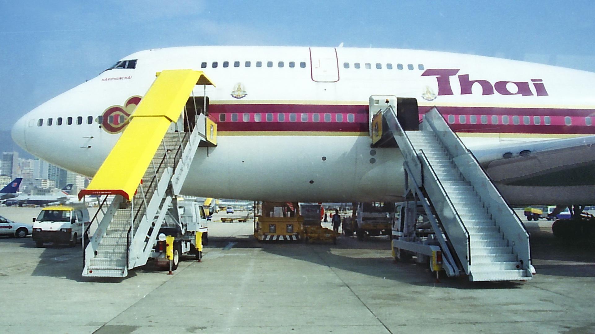 Thai Airways - B747 Hariphunchai - Kai Tak ©