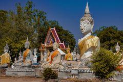 Thai style Buddhas in Wat Phai Rong Wua