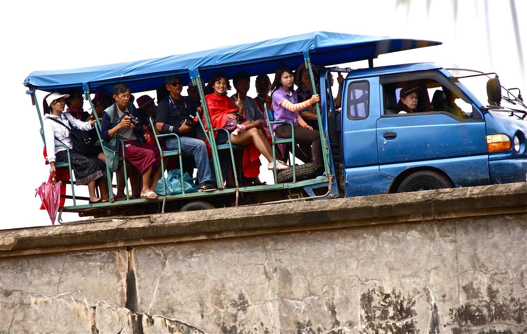 thailändische wochenendtouristen, südlaos 2010