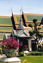 Thailand - Bangkok / Wat Phra Keo-Tempel und Blumen