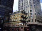 "The ""Albert Pub"", corner Victoria Street / Buckingham Gate"