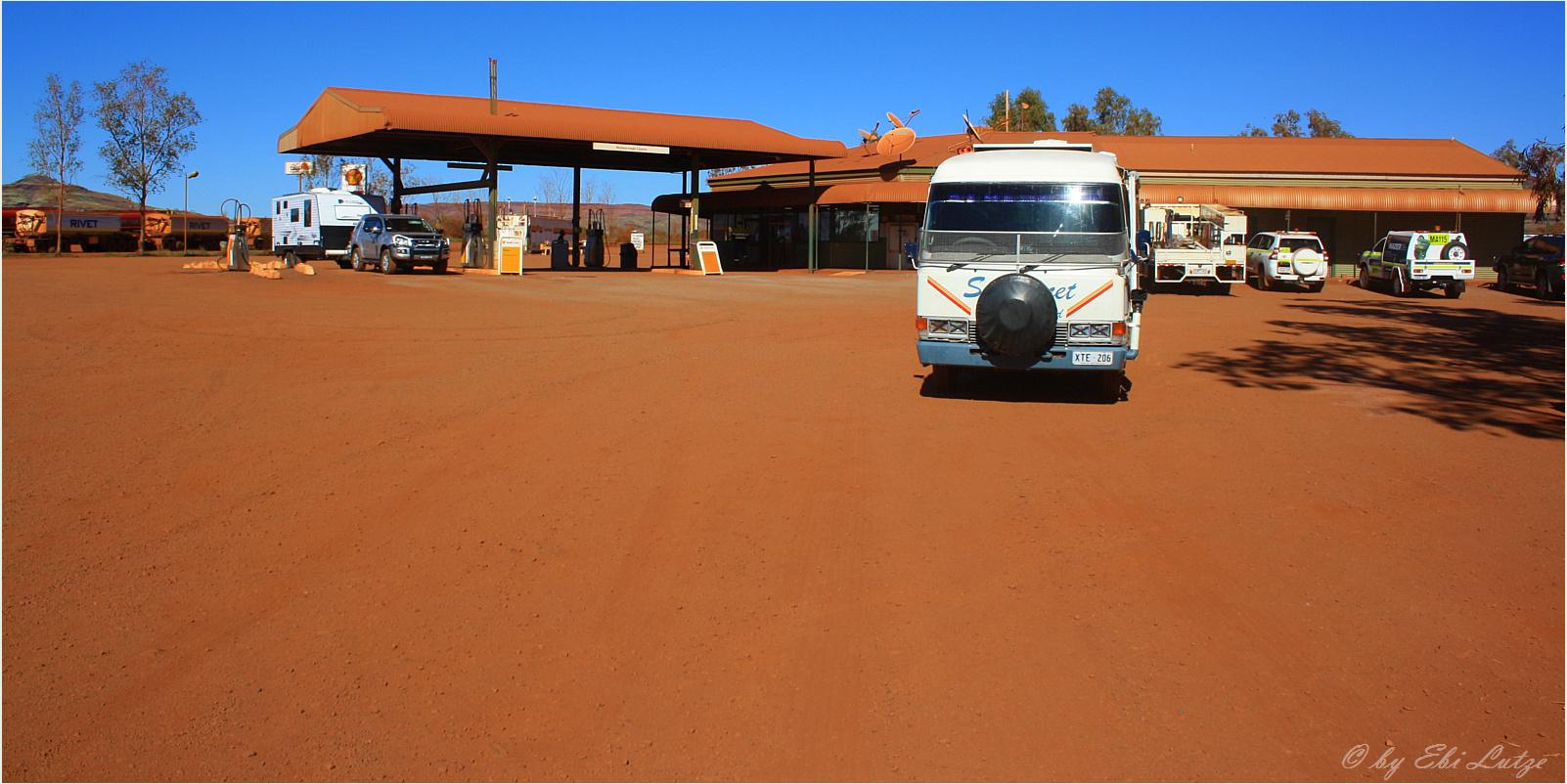 ** The Auski Roadhouse / next Fuel 300 KM Port Headland **