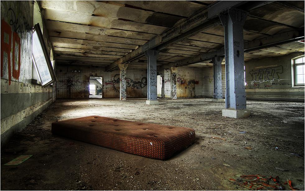 the brown mattress