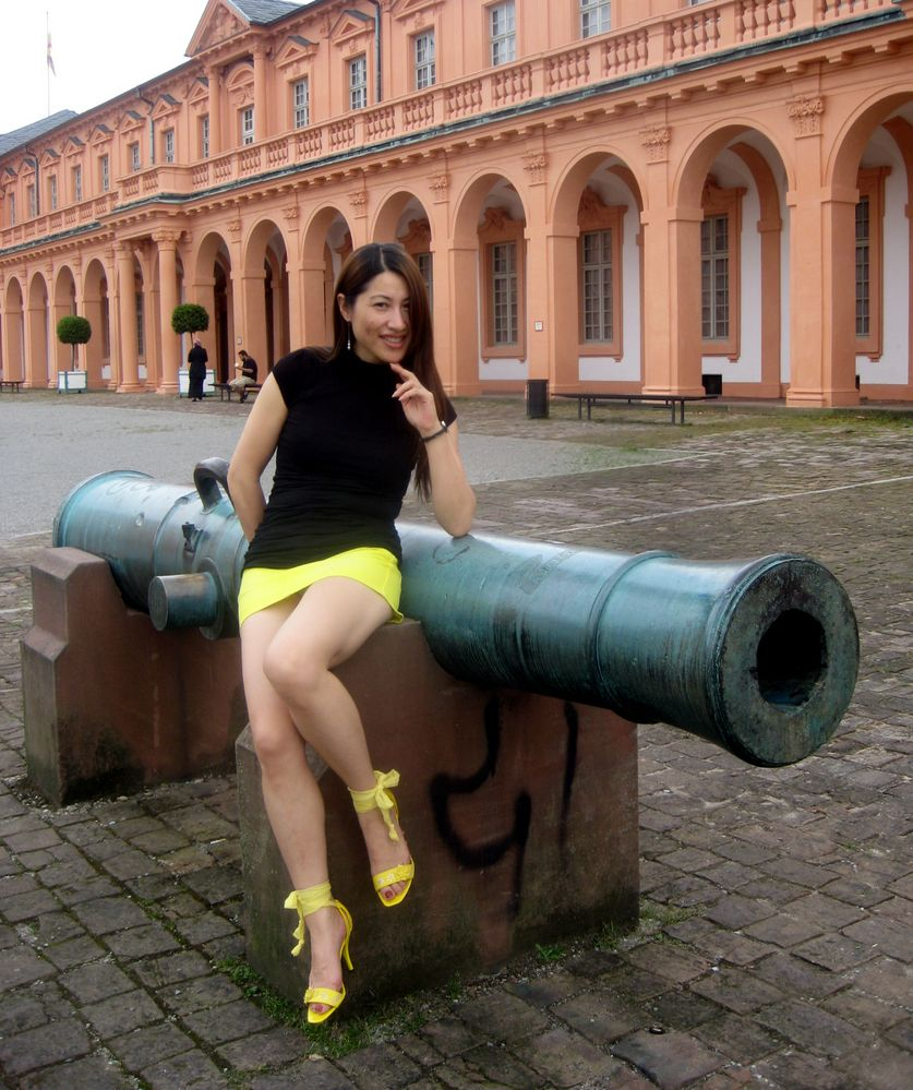 The cannon and the model Foto & Bild | fashion, outdoor