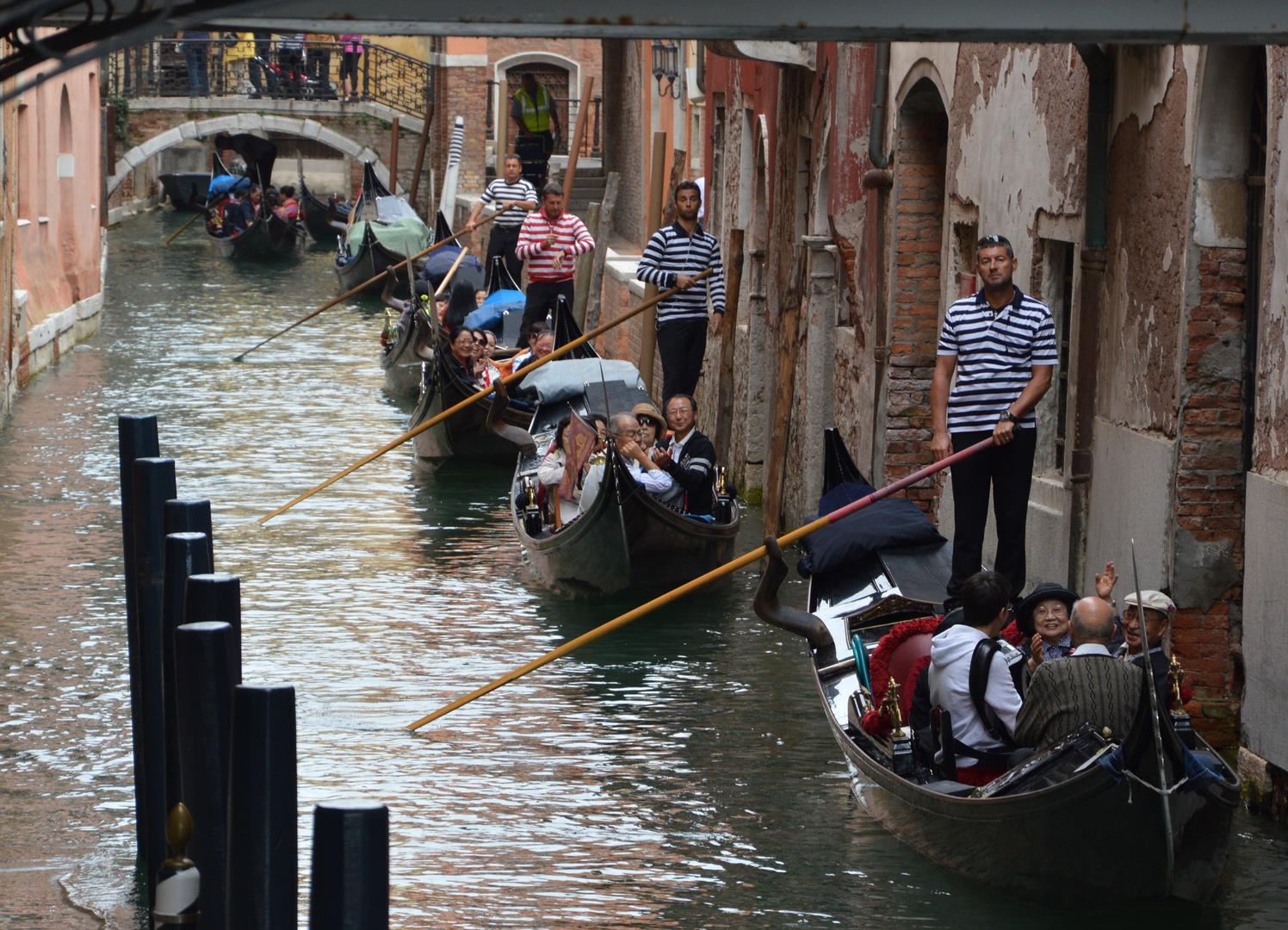 The Chinese gondola convoy