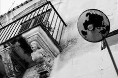 The figurehead and the lamppost