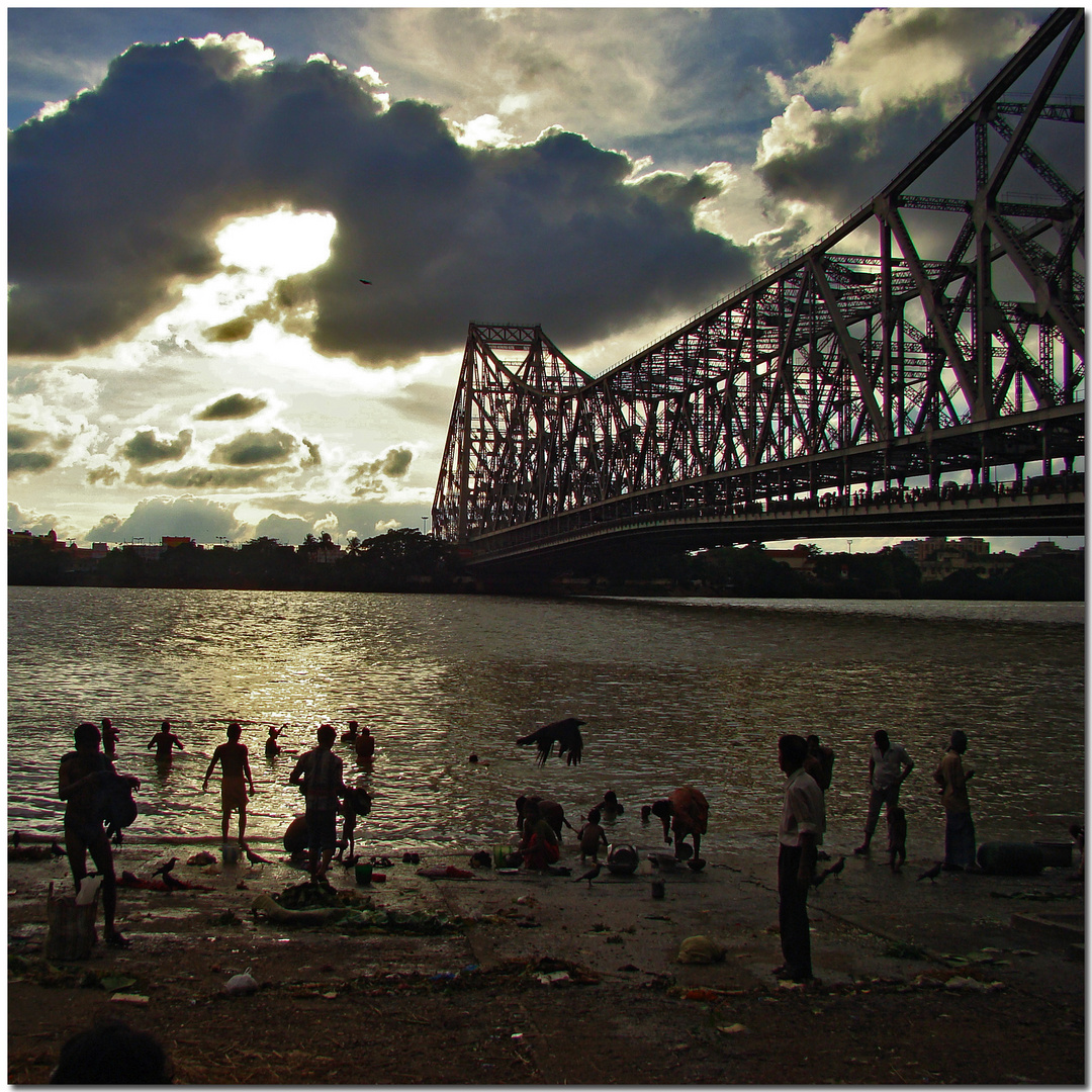 The flight of the raven under Howrah brigde