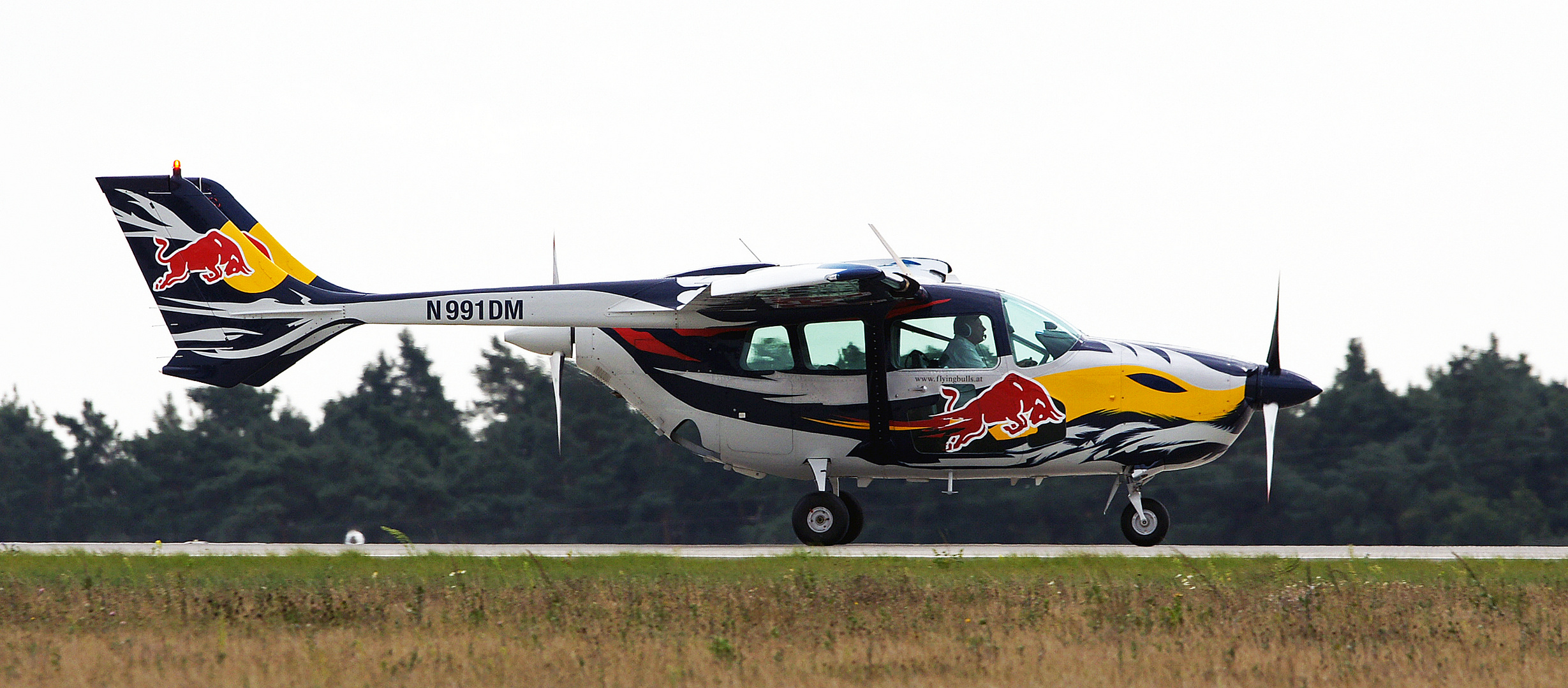 The Flying Red Bulls * 3