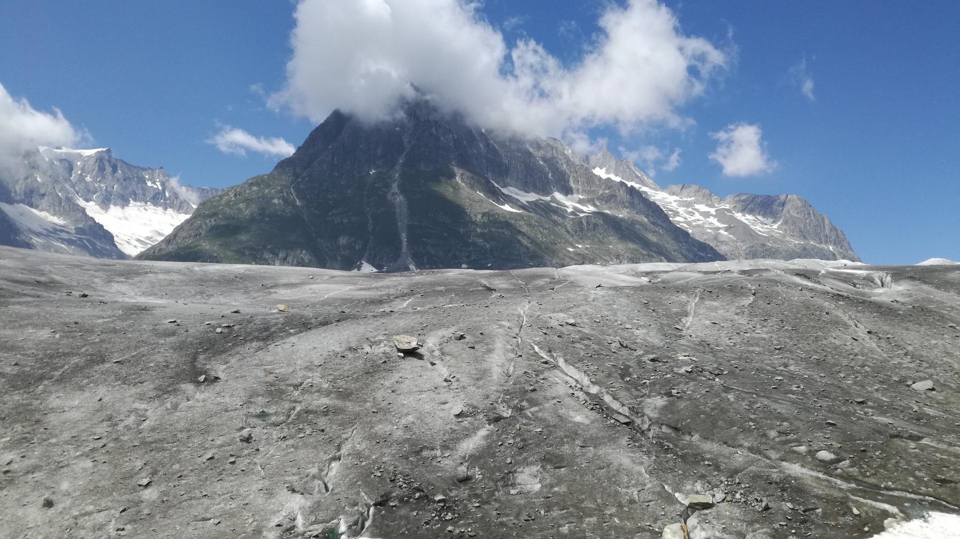 The glacier volcano