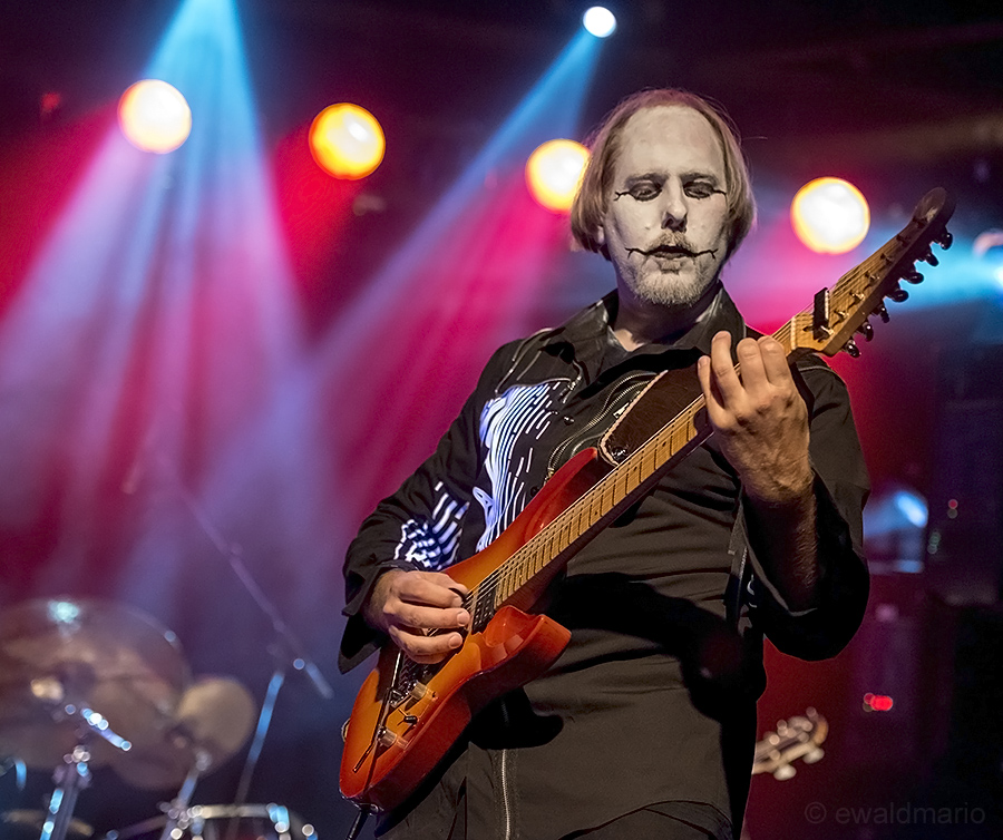 the guitar-joker ...