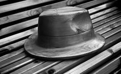 THE HAT OF WOOD WITH NODE