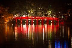 The Huc Brücke Hoan Kiem See Hanoi