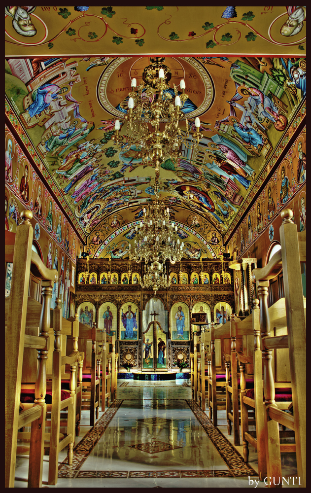 The Little Golden Chapel (HDR)