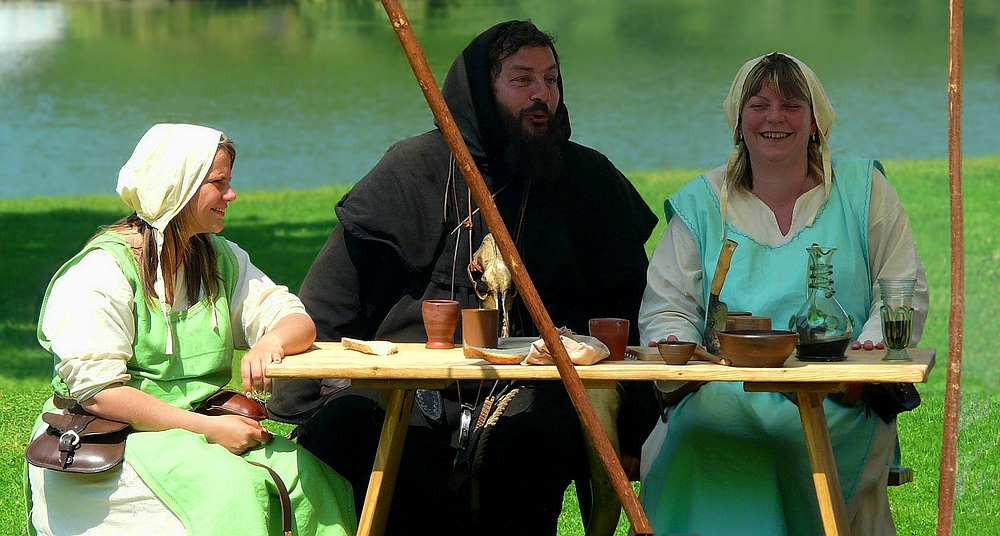The Middle Ages (64) : Monk and peasant maids
