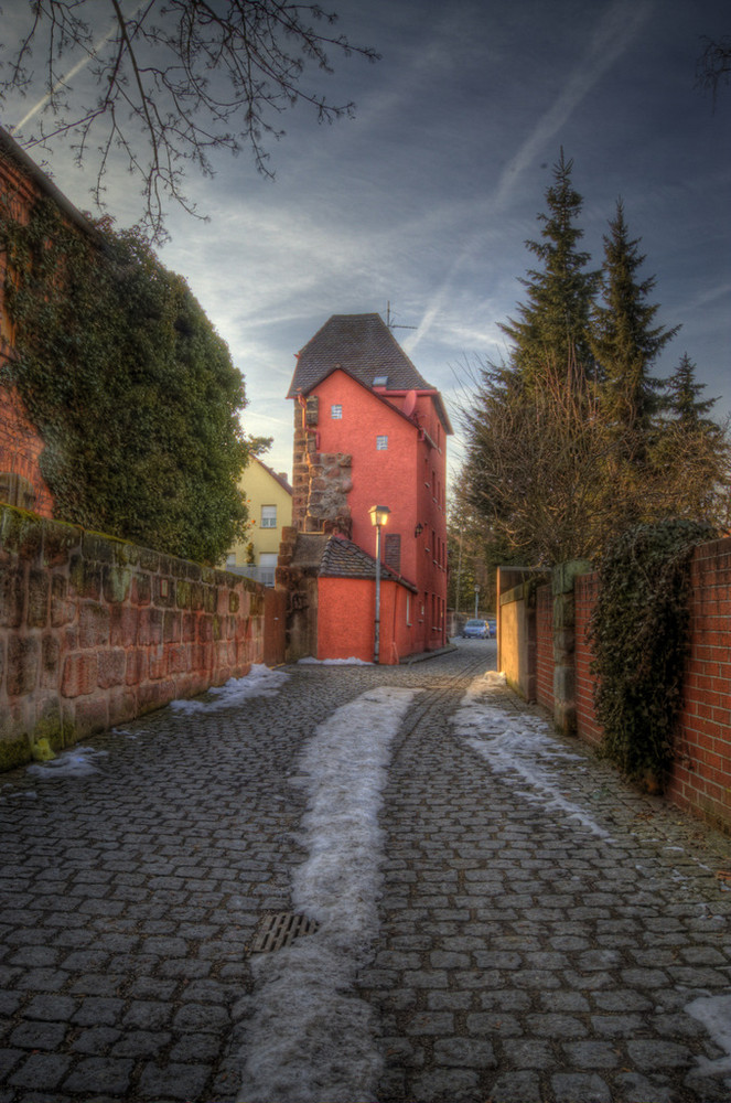 The path to the red house