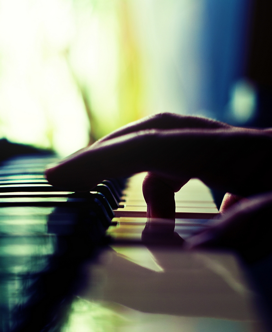 the pianist's hand