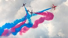 THE RED ARROWS (Royal Airforce)